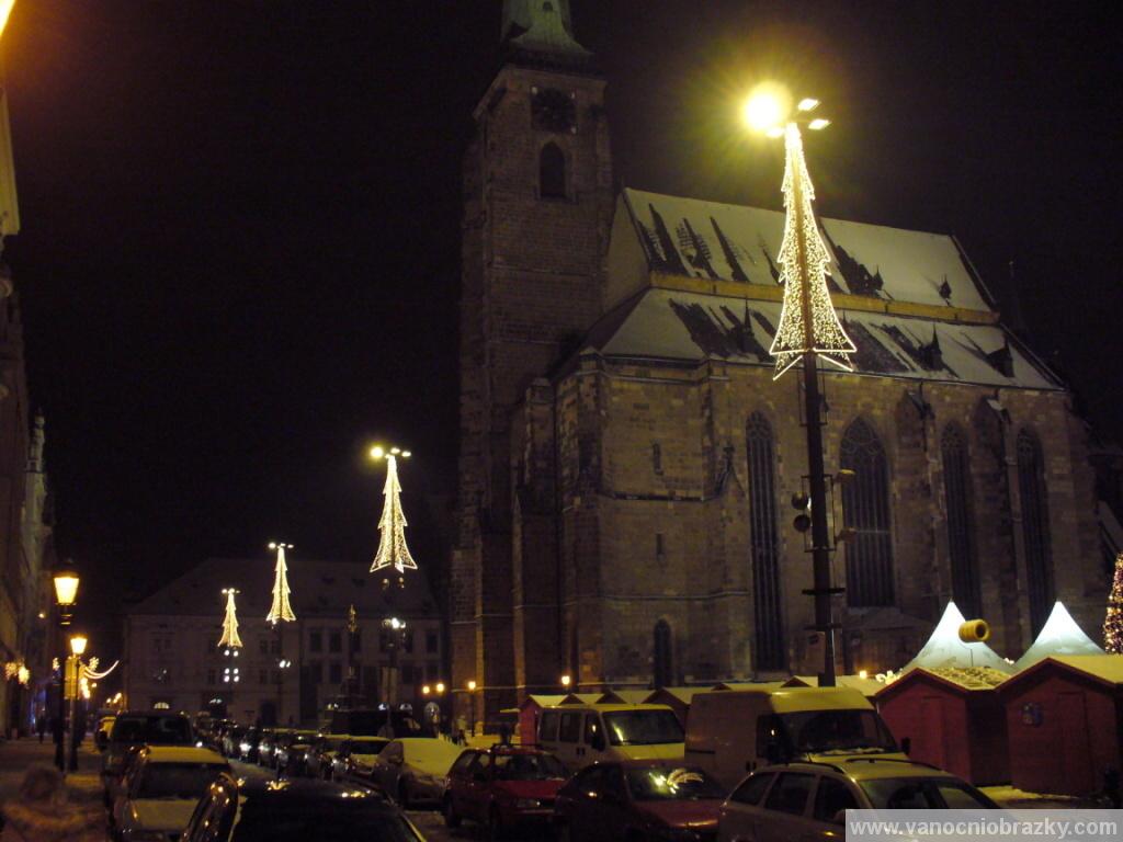 Vánoční trhy pod kostelem sv. Bartoloměje v Plzni